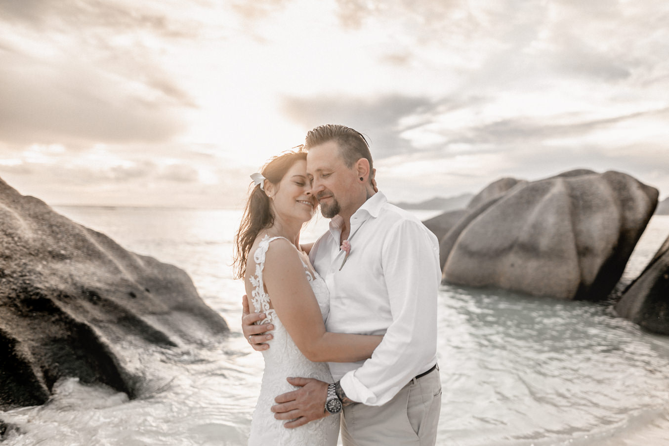 Wedding photography elopement at the beach of la Digue on Seychelles