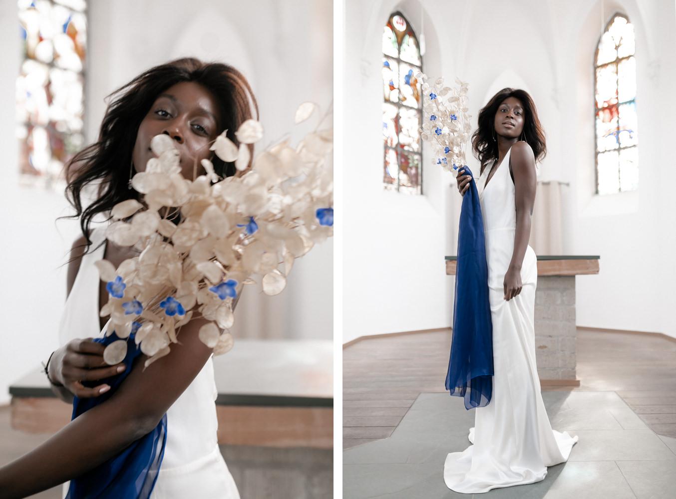 Braut in Kirche mit Hochzeitskleid und Pantone 2020 Details