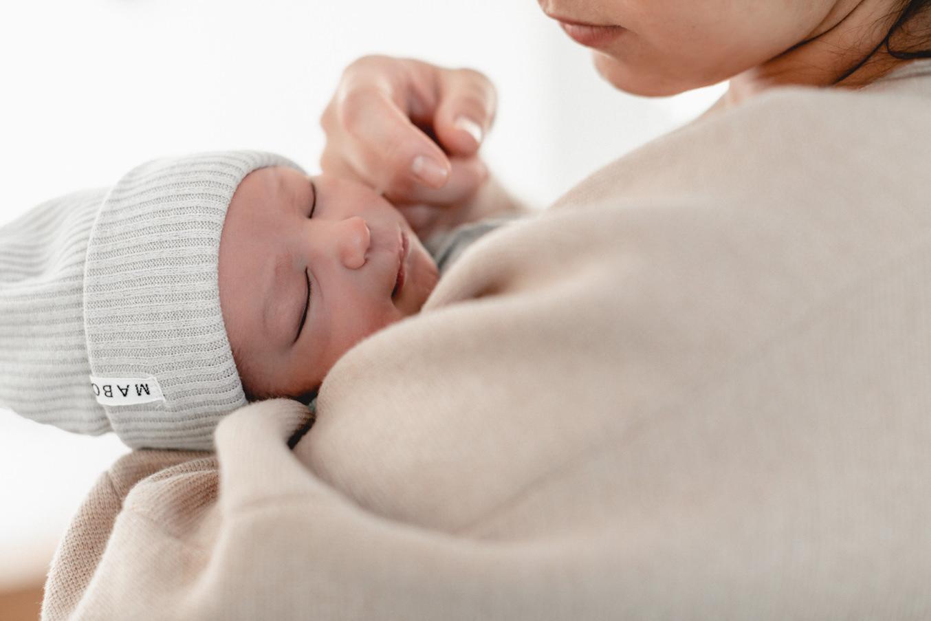 neugeborenen fotograf Düsseldorf Baby mit Mütze Maboo